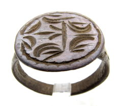 Bronze Heraldic Seal Ring with Family Crest  - WEARABLE GIFT WITH GIFT BAG - 21mm