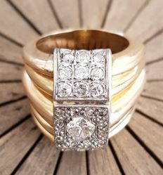 750/1000 yellow gold ring with diamonds - Antique CUT diamonds - central diamond, 12 central diamonds, 18 side diamonds - grain setting - certified by an expert jeweller