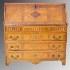 Neoclassical secretaire in walnut - Italy - circa 1780/1800