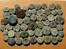 Roman Empire - 53 roman bronze coins, I B.C. - IV century A.D. Augustus, Gallienus, Claudius II (6), Constantine I (5) and II (2), Constans (5), Constantius II (20), C. Gallus, Julian II, Valens, Valentinian I and other rulers. (53)