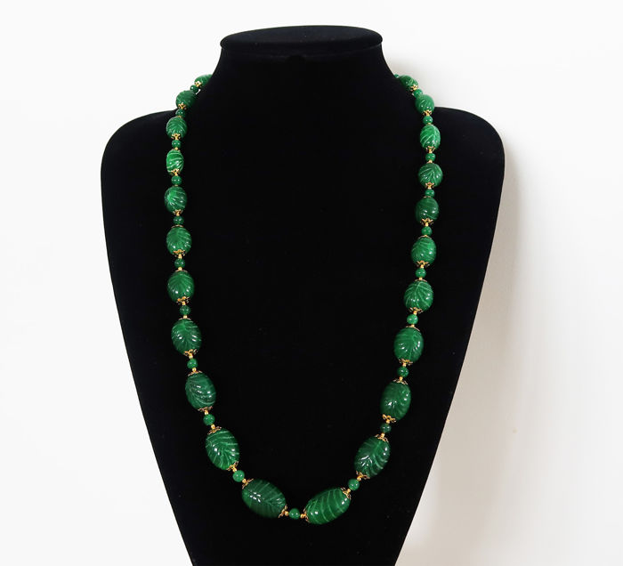 Long necklace in engraved emeralds - Clasp in 14 kt hallmarked gold - 72 cm - 530 ct.
