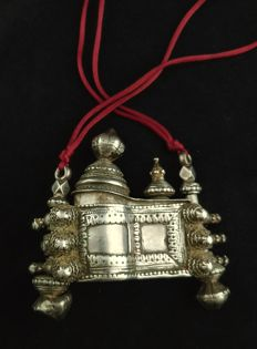 Antique lingam holder in high-grade silver - India, early 20th century