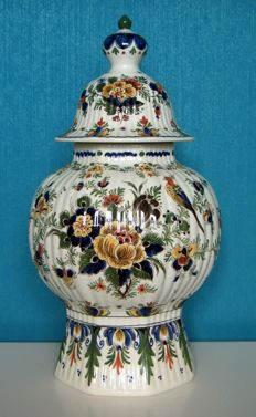 Porceleyne Fles - Large multicoloured lidded vase, 37 cm