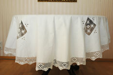 Oval linen / tablecloth 6-8 people white 200cm x 160cm / crocheted by hand