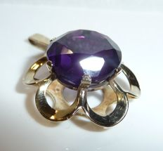 Pendant made of 8 kt/333 gold - designed like a flower with 15.5 ct natural amethyst