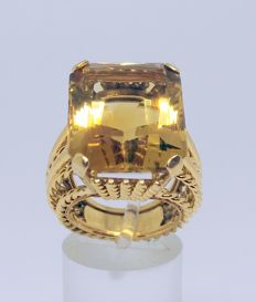 Cocktail ring of 18 kt yellow gold with citrine quartz of 12.5 ct - interior measurement 15.5 mm