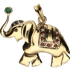 14 kt Yellow gold pendant in the shape of an elephant set with ruby, emerald and sapphire. - length x width: 4 x 4 cm