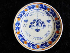 Porceleyne Fles - Plate commemorating the 25th wedding anniversary of Wilhelmina and Prince Hendrik
