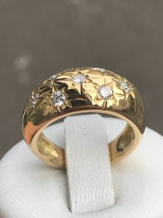 Bangle ring in 18 kt yellow gold and diamonds in star setting Size: 48