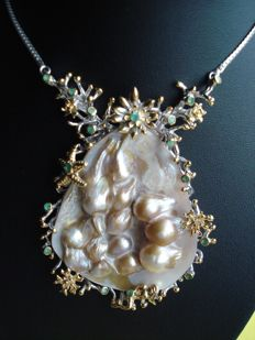 Pearl necklace 925 silver, mabe pearls with emerald adornment