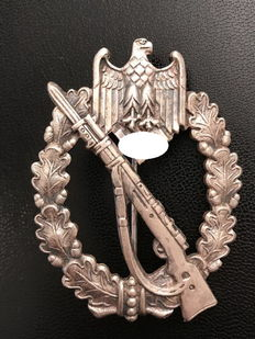 Medal award, infantry assault badge, manufacturer's mark Carl Wild (Hamburg)