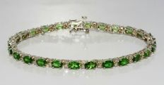 7.32 ct bracelet with natural green garnet and diamonds - no reserve price -