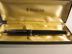 Precious black Parker roller in perfect conditions