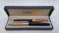 Parker 21 fountain pen - Parker 61 ballpoint pen  Made in the USA. Vintage
