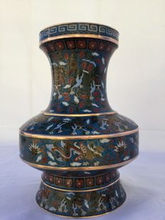 Large Cloisonné vase - beautiful decoration with Foo Dogs and dragons - China - around 1950