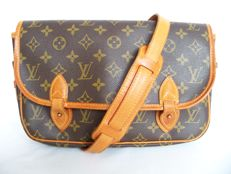 Louis Vuitton Gibecière shoulder bag -*No Reserve Price!*