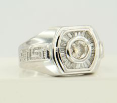 14 kt white gold men's ring with brilliant - and taper cut diamonds of approx. 0.80 ct in total - size 19.5