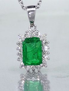 Pendant with 18 diamonds and a 1.00 ct  green emerald - ###Jewellery Certificate Included -- Free Shipping -- Low Reserve Price###