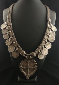Antique double-snake necklace with silver pendants - India, early 20th century