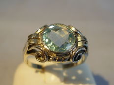 Art Deco ring with facetted, tested 2 ct blue topaz.
