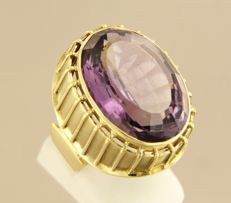 18 kt yellow gold ring with 20 carat oval facet cut amethyst, ring size 18 (56)