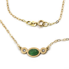 750/18 kt yellow gold - Choker - Oval cut cabochon emerald of 1 ct - Brilliant cut diamonds of 0.20 ct - Length: 42 cm (approx.).
