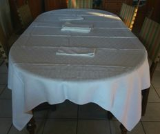 Old and large tablecloth with 9 napkins made of white Damask linen fibre 100% pure and 9-point crown - Italy . ca. 1880 / 1900