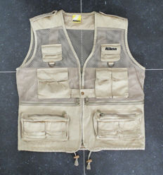 Nikon professional photo vest (size L), 100% cotton with plenty of storage pockets and special telephoto lens pocket at the back