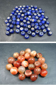 Two bead lots, 23 carnelian prayer beads together with 91 blue white heart beads.