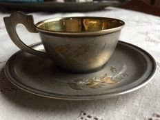 Adorable Russian cup and saucer, silver gilt (silver plated with gold) - Czarist era, early 20th century - finely engraved with floral design