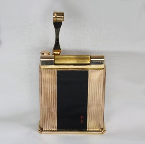 S T Dupont lighter - Jeroboam collection, gold plated / black Chinese  lacquer - Catawiki