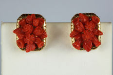 Yellow gold earrings with red rose-shaped coral