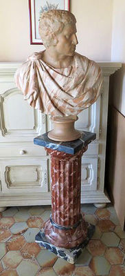 Impressive terracotta sculpture and a marbled column - Mid 20th century - total height: 190 cm
