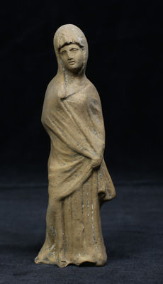 Hellenistic terracotta figure of a woman - 161 mm