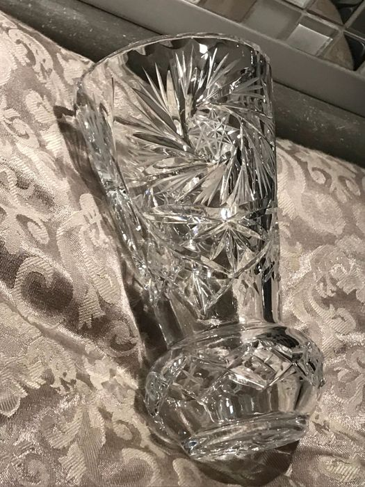 Richly carved Baccarat crystal - Crystal vase.