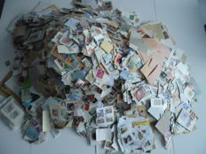World lot of 7 kg of stamps, some on fragment