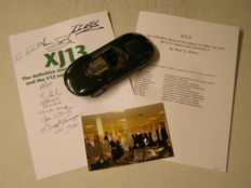 K & R Replicars - Schaal 1/24 - Jaguar XJ13 plus photo and signatures of its engineers - KAR 2417