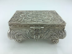 Exceptional silver box made of filigree, Russia, 1856