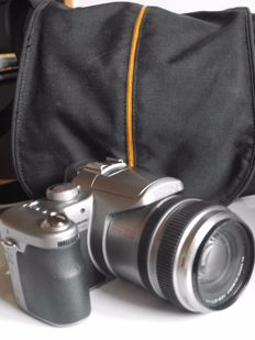 LUMIX FZ50 - with LEICA lens and bag