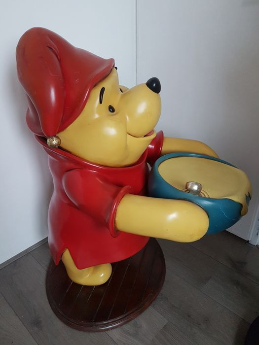 Disney, Walt - Lifesize Statue - Winnie the Pooh Butler Cooking Honey  (1990s) - Catawiki