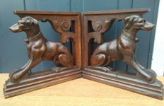 Set oak wood consoles carved in the form of seated hunting dogs - England - Ca. 1900