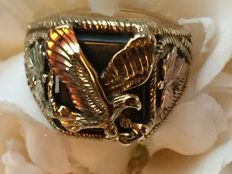 Gold vintage men's ring with Eagle Onyx