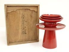 Set of lacquer ware ('urushi') dishes and stand with maki-e with plum blossom - Japan - Mid 20th century
