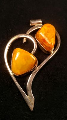 Vintage pendant of 100% natural egg yolk colour Baltic Amber in silver 925,  24 grams