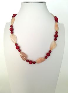 19.2 kt – Agate and Rubellite necklace with gold ring clasp