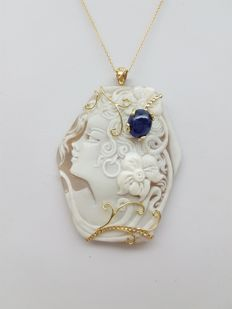 Yellow gold necklace (18 kt) with Torre del Greco cameo and sapphire of 4.78 ct - 45 cm