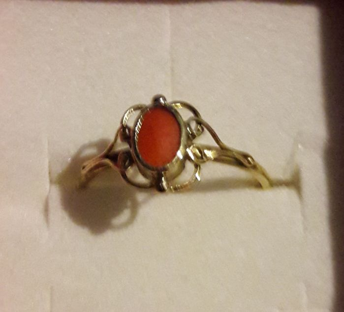 14K Yellow gold ring with blood coral  Ring size: 17 5 mm - Catawiki