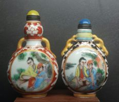 Oriental erotica; Set of 2 snuff bottles - late 20th century