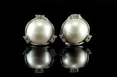 White gold earrings, diamonds, Australian mabe pearls of 15 mm *No reserve price*