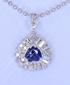 1.68 Ct heart Sapphire and Diamonds necklace, Size: 18 x 12 mm. Chain 41 cm. NO reserve price!